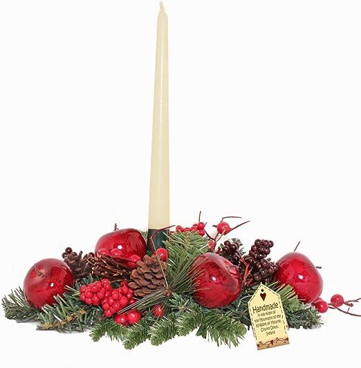 Centro de mesa de estilo navideño con manzana y pino y candelabro ...