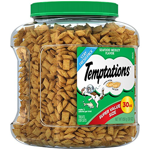 TEMPTATIONS Classic Treats for Cats Seafood Medley Flavor, 30 oz. Tub ()
