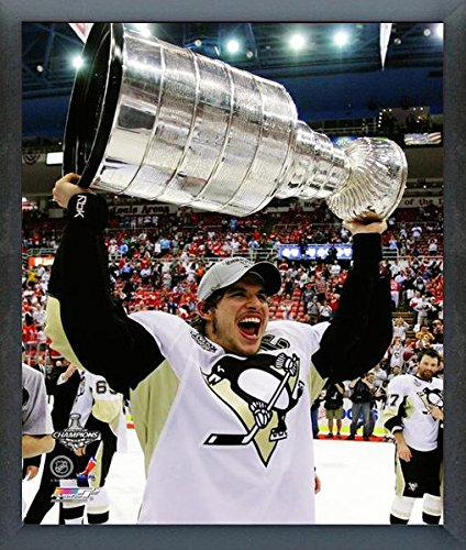 Sidney Crosby Pittsburgh Penguins 2009 NHL Stanley Cup Trophy Photo (Size: 12