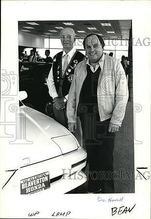 1988 Press Photo Beaverton Businessman Bob Lanphere Presented With Award