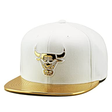 official photos 619aa c3bb8 ... new zealand mitchell ness chicago bulls snapback cap white metallic gold  foil 8dd56 6eea6