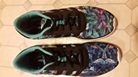 Color pattern not the same on both shoes