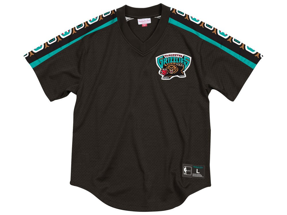 f3cc04c70 Amazon.com   Mitchell   Ness Vancouver Grizzlies Winning Team Black Mesh V- Neck   Sports   Outdoors