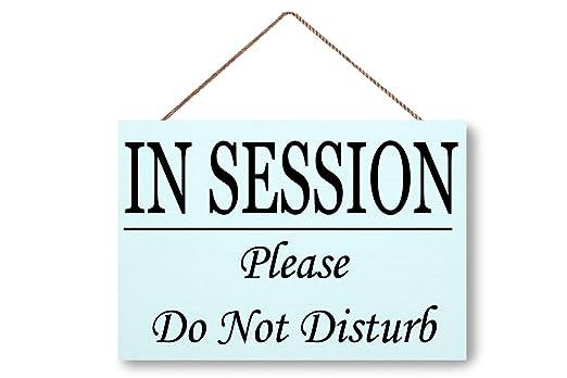 Hanging Wooden Sign Señal de puerta de madera en la sesión ...
