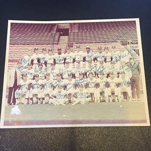 1976 Hank Aaron Milwaukee Brewers Team Signed Photo 31 Sigs Robin Yount PSA DNA