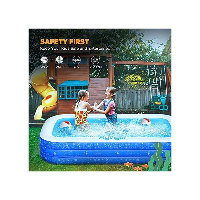 61cIqR9D7pS La piscina inflable tiene capacidad para 2 adultos y 3 niños (300 x 180 x 56cm) para disfrutar de una fiesta en la piscina en el patio trasero. Las criaturas marinas, los transbordadores espaciales y otros patrones de la superficie aumentan la diversión entre padres e hijos La Hyvigor piscina hinchable fabricada de material de PVC de alta resistencia que protege el medio ambiente, espesor 0.4 mm, un 50% más gruesa que la mayoría del mercado, lo que reduce el riesgo de pinchazos y garantiza una larga vida útil 3 cámaras de aire individuales de la piscina pueden soportar un peso adicional al tiempo que evitan las fugas de aire, sin deformación a altas temperaturas, utilizable en la playa