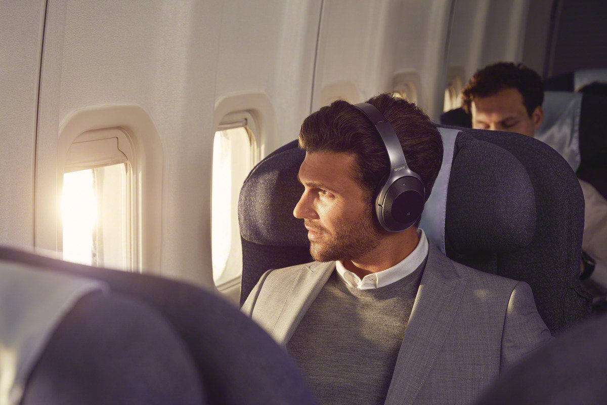 Sony Noise Cancelling Headphones WH1000XM2: Over Ear Wireless Bluetooth Headphones with Case - Black by Sony (Image #4)