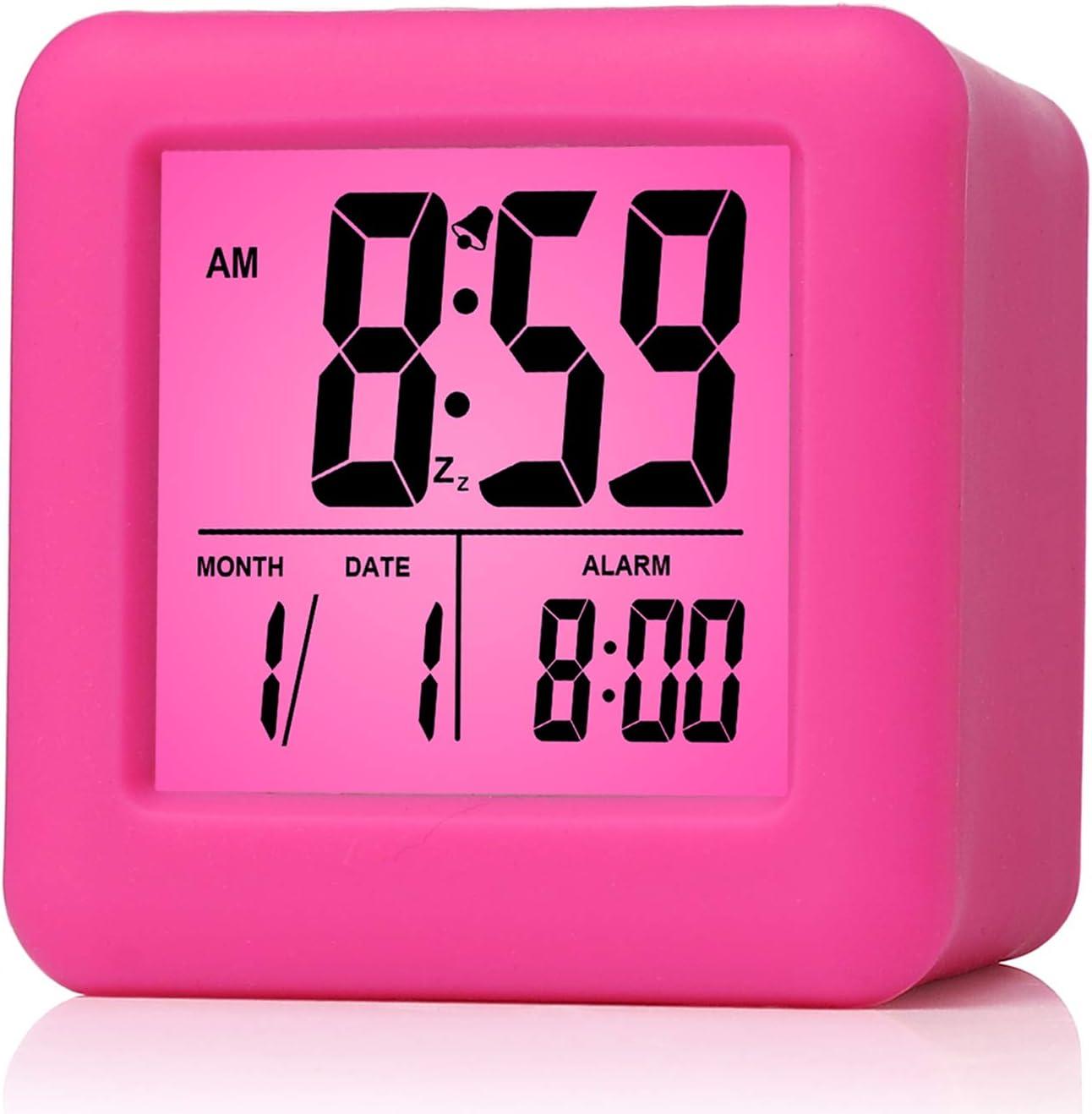 Plumeet Reloj Despertador Digital con Snooze, luz de Noche Suave, Pantalla Grande con Hora, Fecha y Alarma, Alarma con Sonido Ascendente y tamaño portátil, niños (Rosa)