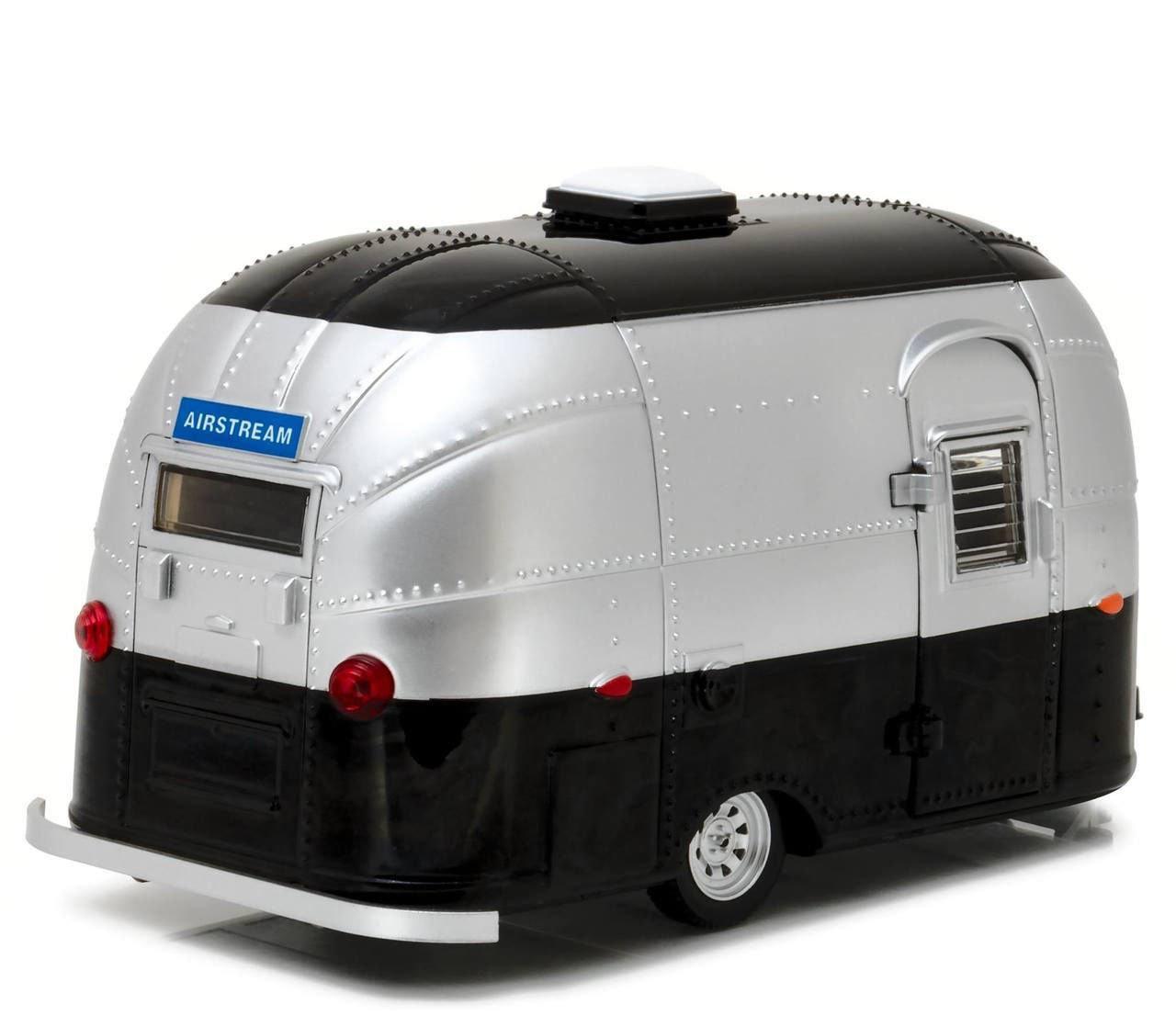 Airstream Travel Trailer >> Amazon Com Greenlight 18226 Airstream Bambi 16 Camper Trailer