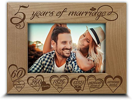 Amazon Com Bella Busta Traditional Wood Gift For 5th Anniversary 5 Years Of Marriage Engraved Real Wood Picture Frame 5 X 7 Horizontal