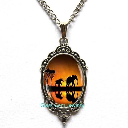 Elephant Locket Necklace Photo Glass Locket Pendant Animal Locket Pendant Mother and Locket Necklace Elephant Jewelry African Animal Mother Gift Jewelry,Q0043
