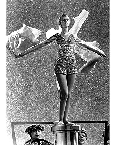 Globe Photos ArtPrints Twiggy In A Sequined Costume - 8