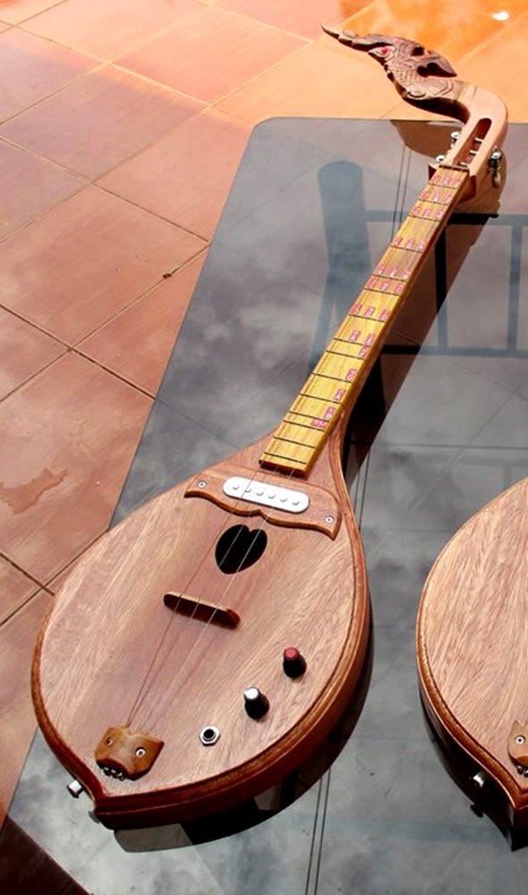 Isarn acústica eléctrica Phin 3 cuerdas, Thai Lao guitarra instrumento musical, música tradicional tailandés pin39: Amazon.es: Instrumentos musicales