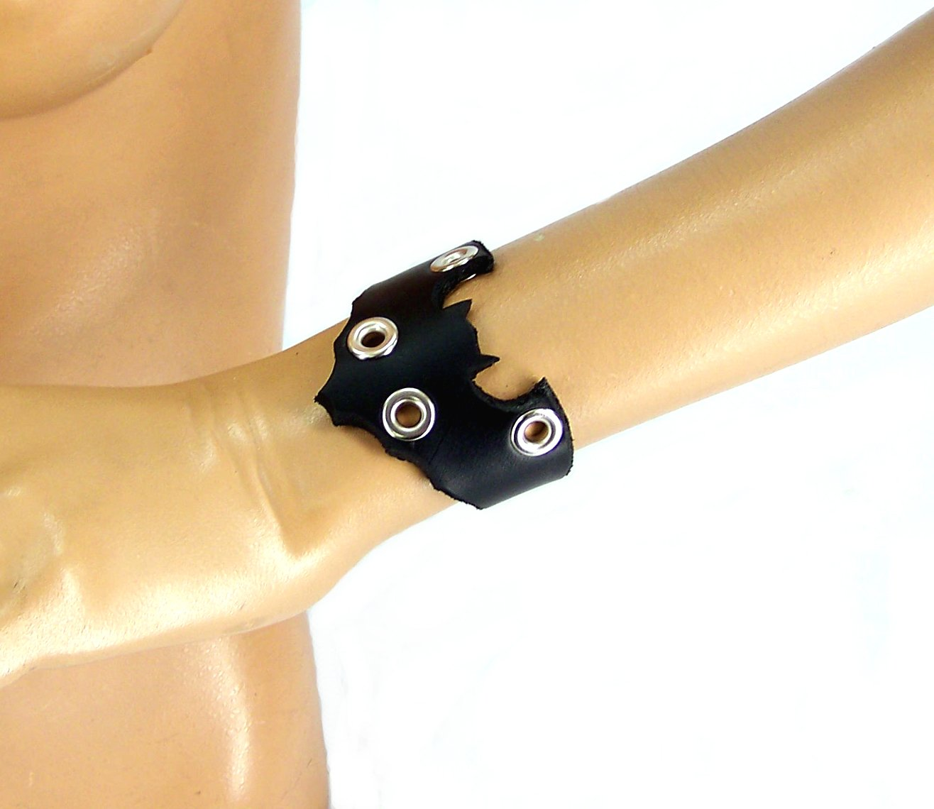 Leather Bat Bracelet (Small) by Axovus