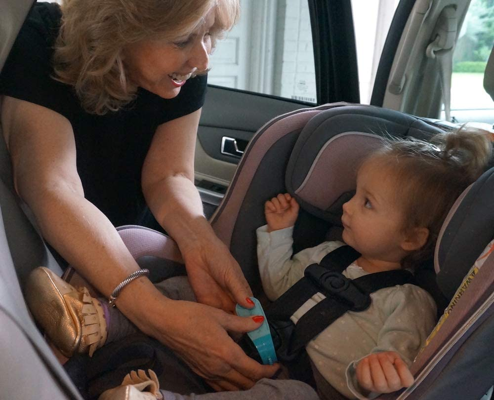 Makes it Easy to Unbuckle a Childs Car Seat 1 Pack, Aqua Made in USA Grandparents /& Older Children As Seen on Shark Tank Easy Tool for Parents UnbuckleMe Car Seat Buckle Release Tool