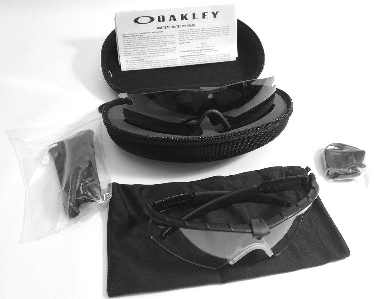 279cc987a67 Amazon.com: Oakley Men's M Frame 2.0 Strike Rectangular Sunglasses, Matte  Black, 0 mm: Clothing
