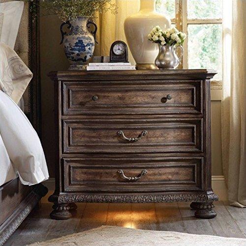 (Hooker Furniture Rhapsody 3-Drawer Bachelor's Chest in Rustic Walnut)