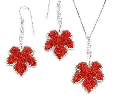 4c0485e126c2 Juego de collar y aretes en plata con hojas de parra - Dijes en rojo coral