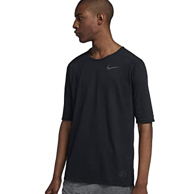 3fe25f6db Nike Men s Running Division Rise 365 Dri-Fit Top at Amazon Men s Clothing  store