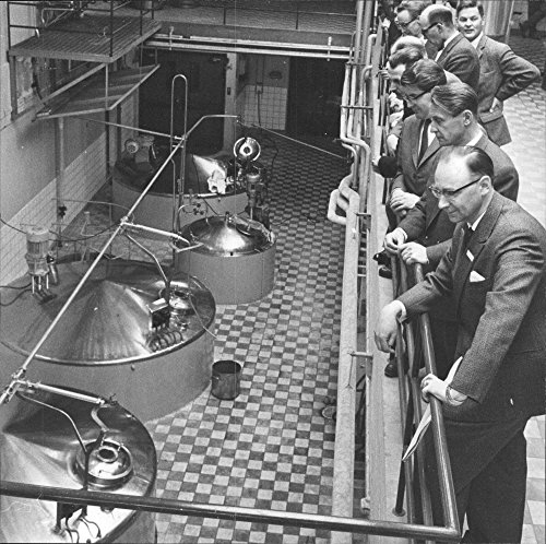 Vintage Photo Of M Sc  Bernhard Kanold  Apothecary Office Vitrum  Shows Professional Vocational Teachers Around The Pharmaceuticals Factory