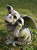 Niño en lugar Itch–Dragon de gárgola