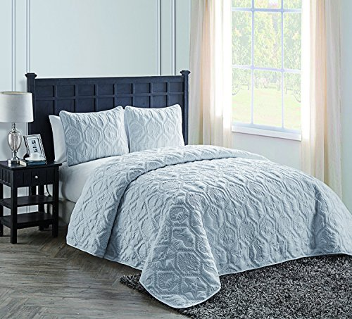 VCNY Home Shore Polyester 3 Piece Quilt Set, Super Soft Quilt Set, Wrinkle Resistant, Hypoallergenic Bed Set, Queen, White. (Blue Pale Quilt)