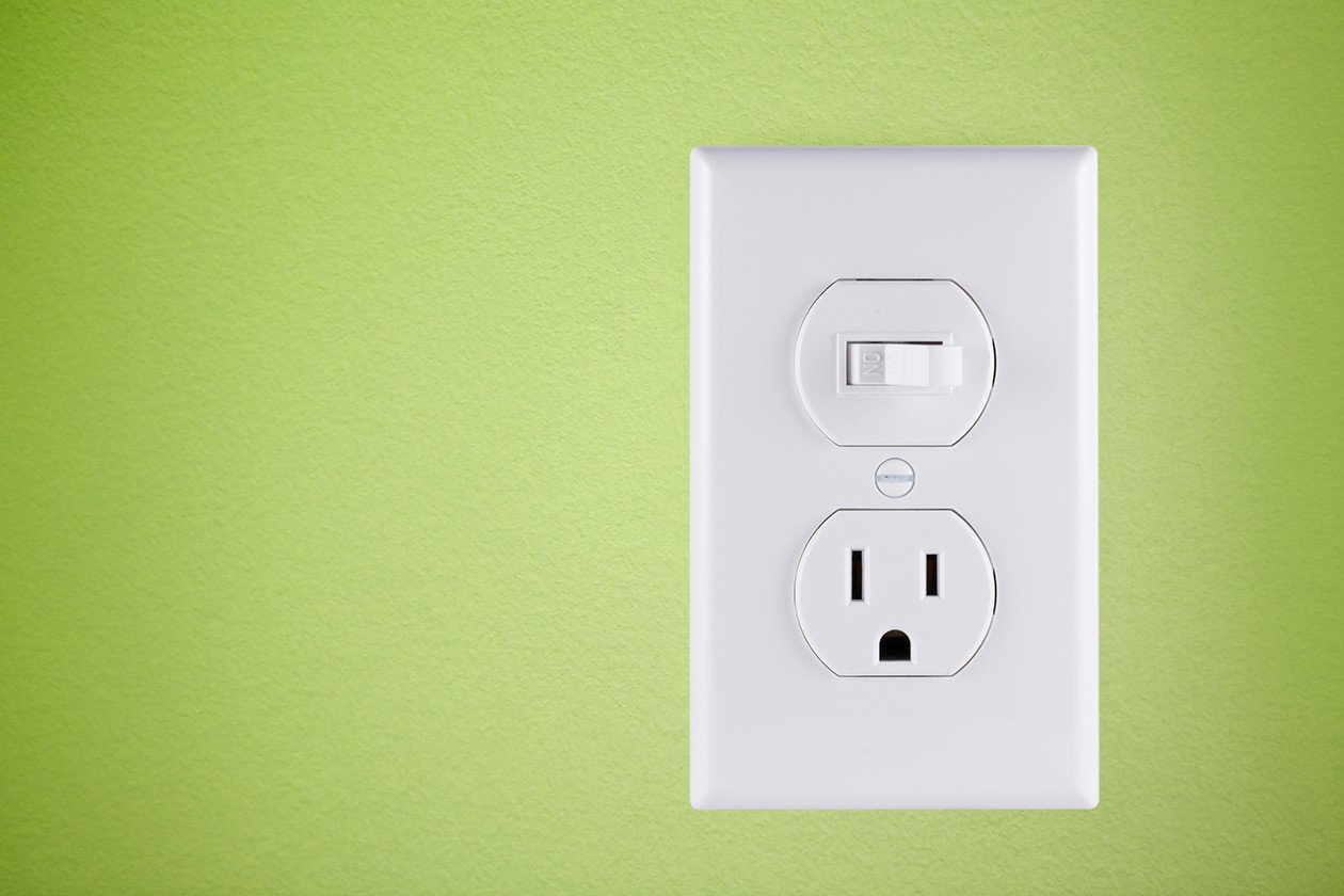 GE Wall Light Switch with Outlet, All-In-One Combo, Single Pole, 15 ...