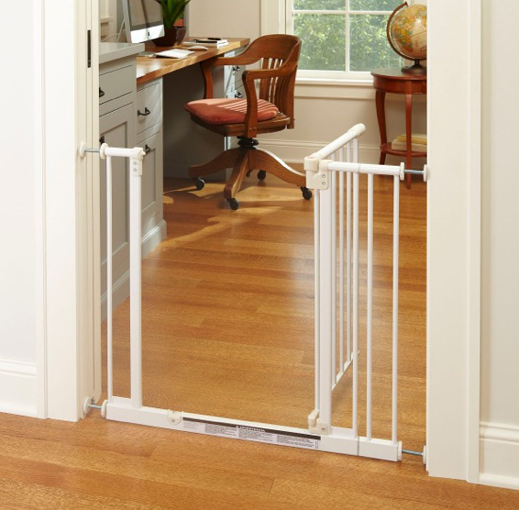 ''Easy-Close Gate'' by North States: The multidirectional swing gate with triple locking system - Ideal for doorways/between rooms. Pressure mount, fits openings 28'' to 38.5'' wide (29'' tall, Soft white) by North States (Image #4)