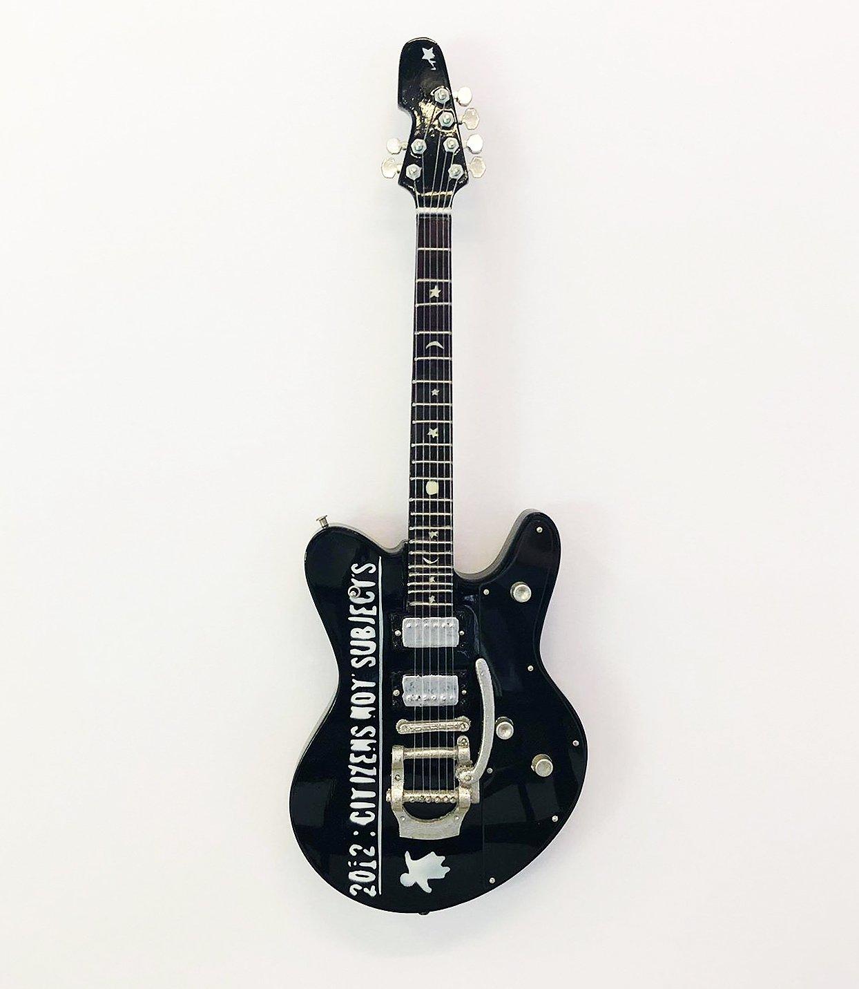 R/éplique miniature pour guitare vendeur britannique /Mod/èle Mini Rock souvenirs R/éplique Guitare Miniature en bois et gratuit support de pr/ésentation Robert Smith Ultracure par Axman/