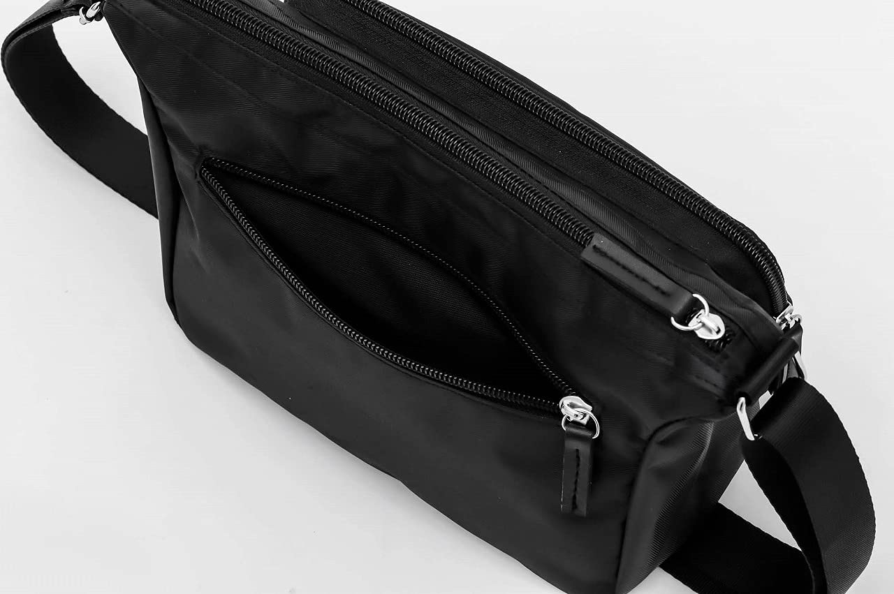 GUESS Shoulder Bag Bookの付録 ショルダーバッグの背面ポケット