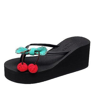 Sommer Mode coole Hausschuhe Frauen tragen Blumen Schuhe und Hausschuhe.