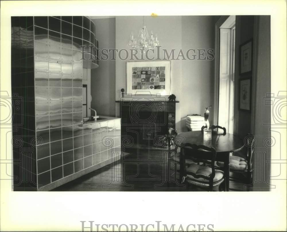 Historic Images - 1988 Press Photo New Orleans-Modern Contrast with Old in a Home at 509 St. Anne.