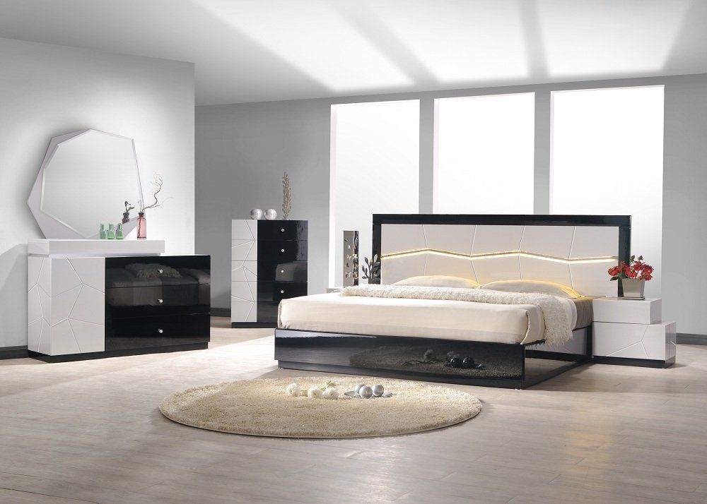Amazon com  J amp M Furniture Turin Black  amp  White Lacquer Queen Size Bedroom Set  Kitchen  amp  Dining