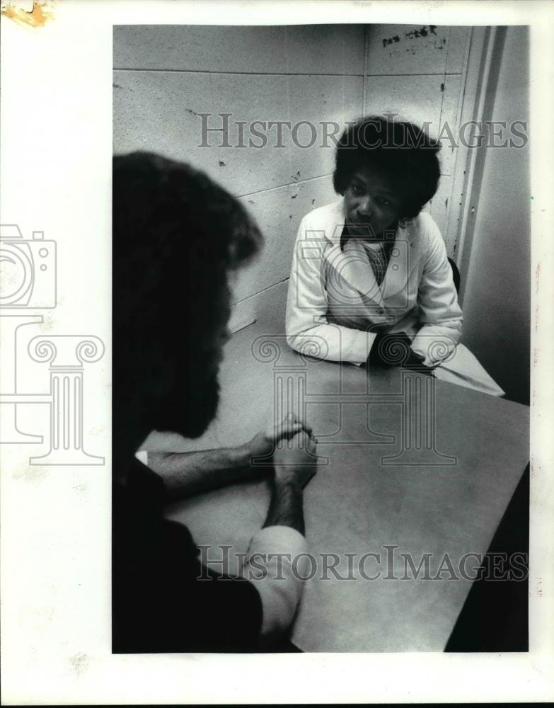 Amazon com: 1982 Press Photo Phyllis Flowers with an inmate