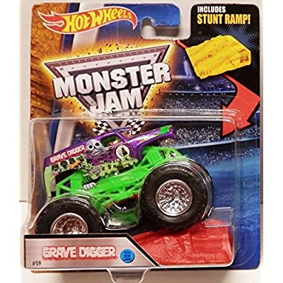 Hot Wheels Monster Jam 2016 Grave Digger (Includes Stunt Ramp) 1:64 Scale, Purple and Green: Toys & Games
