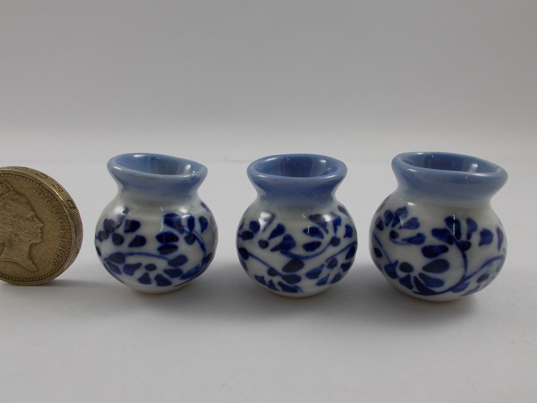 Mr/_air/_thai/_Miniature 3Pc Lot Miniature Vase Ceramic Set Vintage Dollhouse Furniture White and Blue