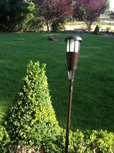 Newhouse Lighting Solar Flickering Led Tiki Torches Dark