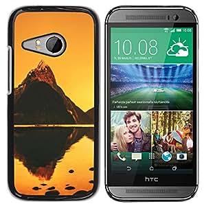 Caucho caso de Shell duro de la cubierta de accesorios de protección BY RAYDREAMMM - HTC ONE MINI 2 / M8 MINI - Naranja Mountain Lake