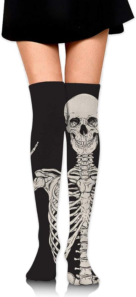 Bidetu Esqueleto humano aislado sobre calcetines de algodón negros ...