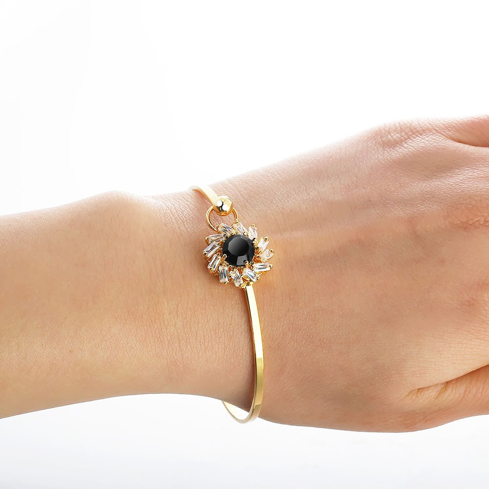 Bling Toman Charm Clasp Bangle Bracelet with Faced Round Stone Hold A Group Of Zircon