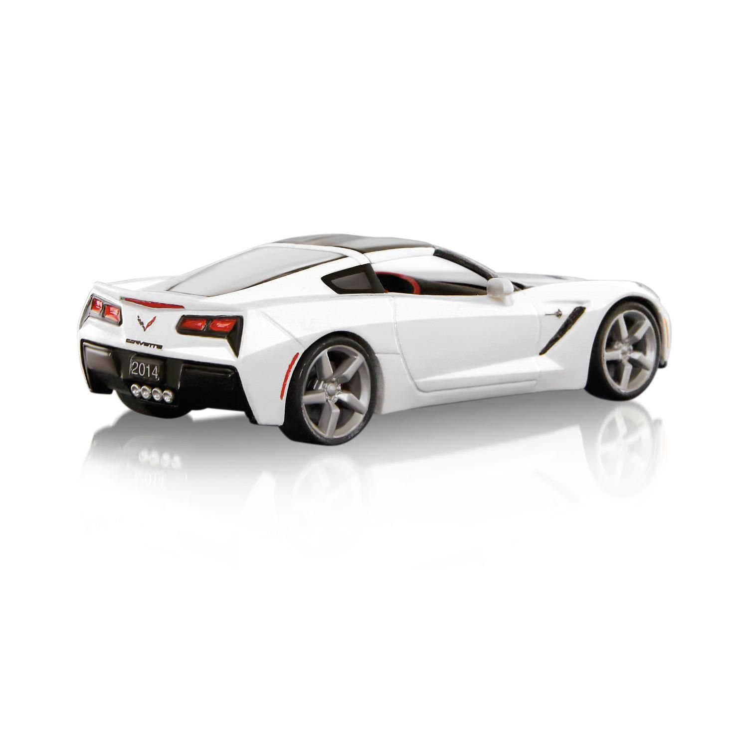 Amazon com 2014 chevrolet corvette stingray 2014 hallmark keepsake ornament home kitchen