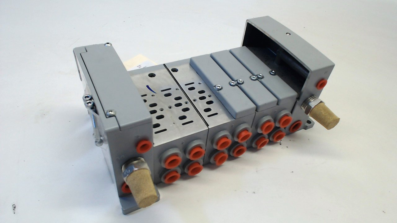 Parker with Attached Part Mufflers Valve Manifold 6 Slot with Muffler Valve Manifold with Attached Part Number Mufflers
