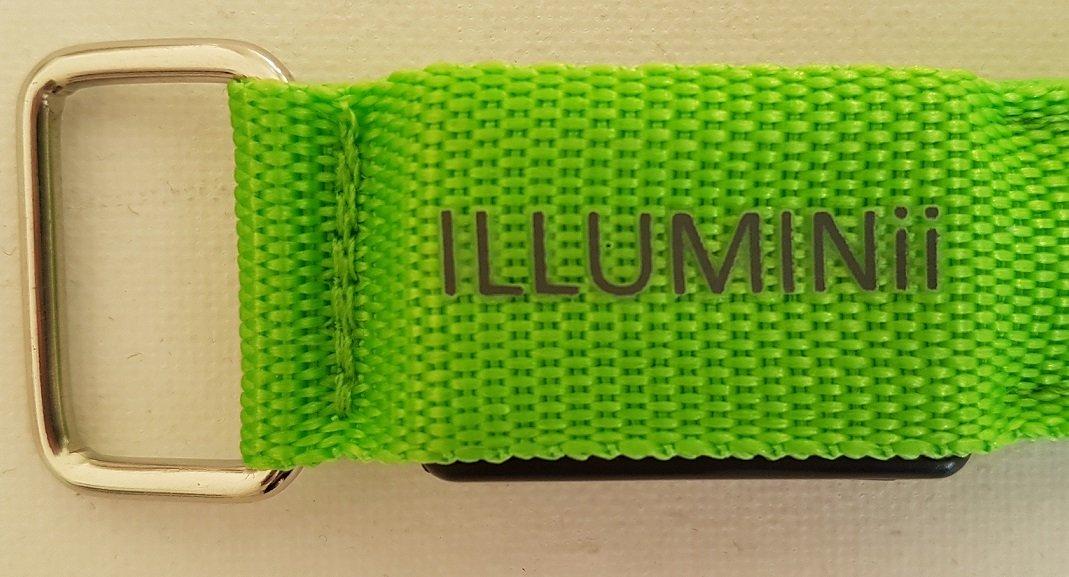 Illuminii® Lot de 2 Brassards de course avec lampes LED et bandes  réfléchissantes rechargeables haute visibilitéNouveautéLot de 2 lampes LED  clignotantes ou ... 030d08ed7e0