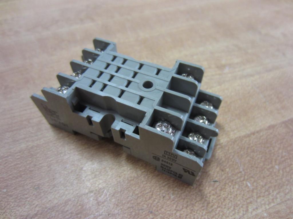 IDEC SY4S-05 Relay Socket, DIN Mount, 14 Position, 7 AMP 300 VAC