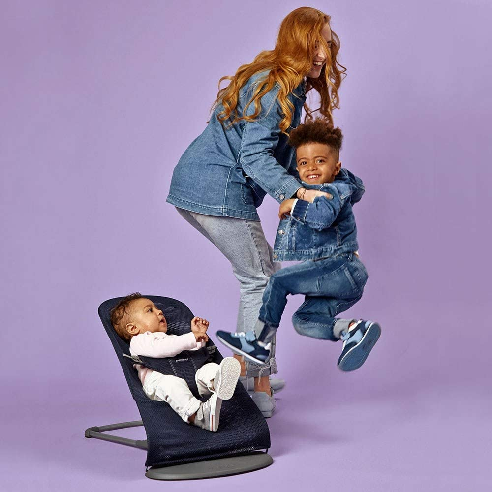 BABYBJ/ÖRN Boucer Bliss Mesh Navy Blue with Toy Flying Friends