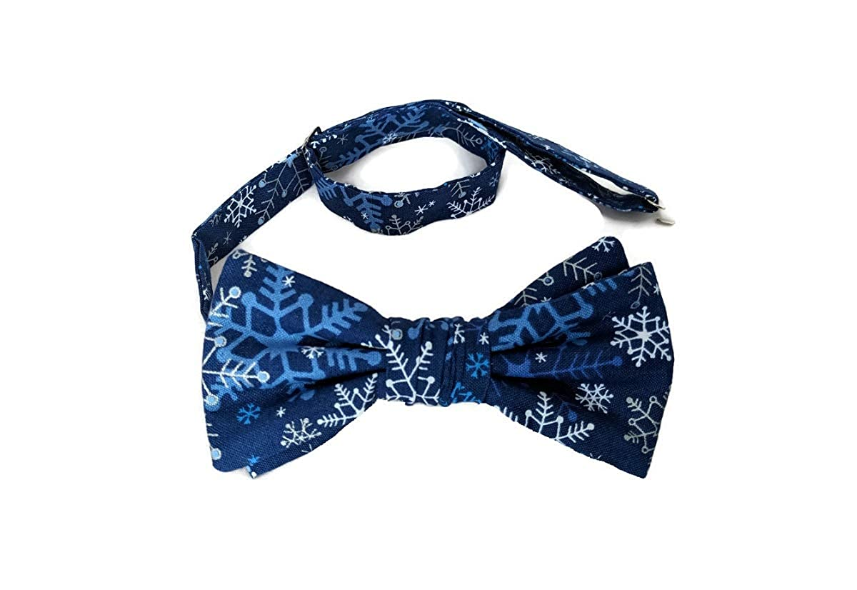 Mens Men/'s Bow Tie Holiday Red Pretied Snowflakes with Silver Metallic