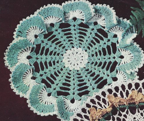 Vintage Crochet PATTERN to make - Sea Shell Edging Ruffled Doily Mat Centerpiece. NOT a finished item. This is a pattern and/or instructions to make the item only.