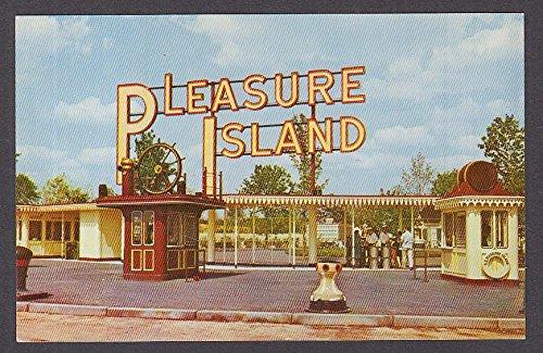 (Pleasure Island Entrance Wakefield MA postcard 1960s)