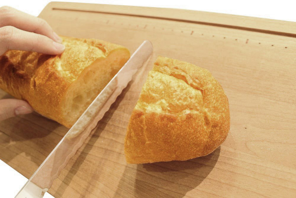 Kai Bready Bread Slicer 230mm (AC-0054) 5 Material: blade body / high carbon stainless steel cutlery, pattern / tree Country of origin: Japan