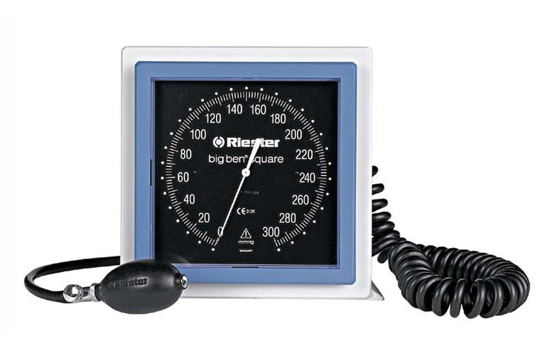 Lectura de la presión arterial de 180/100